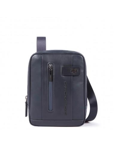f7ef5ccc6f Borsello porta Ipad mini della collezione Urban di piquadro,realizzato in  pelle naturale dall'effetto liscio,dotato di apertura con cerniera e  tracolla ...