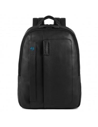 5ffe0cd979 Zaino porta notebook della collezione Pulse di Piquadro,realizzato  interamente in pelle naturale,dotato di doppio scomparto con cerniera,tasca  laterale per ...
